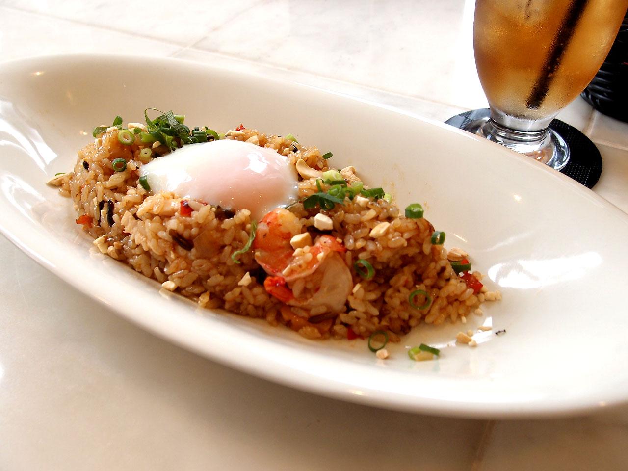 レストラン&バー:コメコメ富士宮店さんのナシゴレン